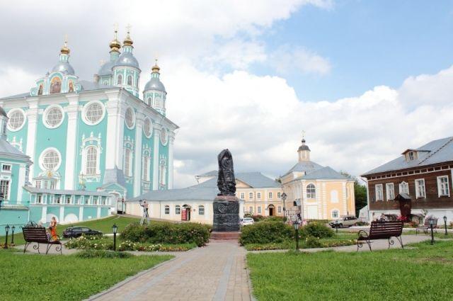 Монумент Владимиру Мономаху установили наСоборном дворе вСмоленске