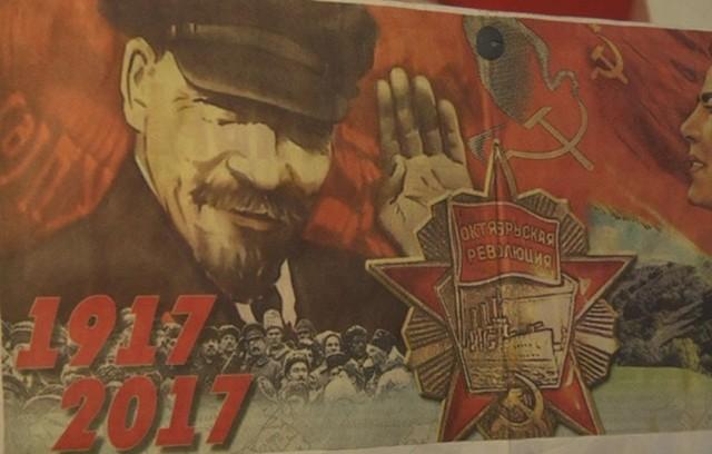Омские коммунисты разместят агитплакаты назаборе, огораживающем стройку