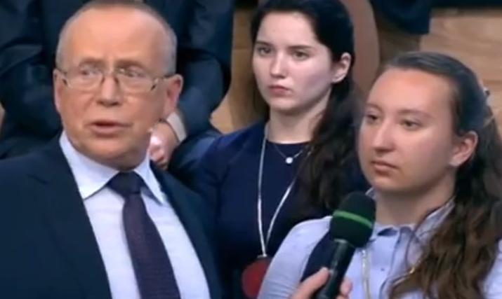 Показала разнощику видео, видео русский секс с диалогами