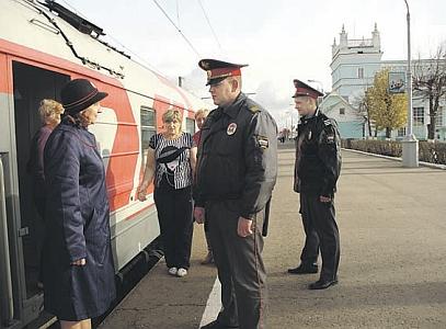 Секс в отделе у полицейских