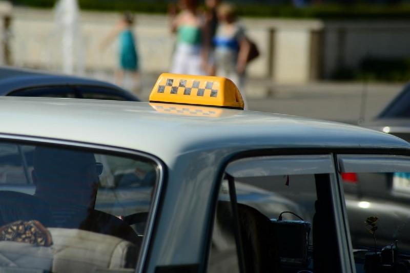 rasplatilas-za-taksi-telom-onlayn