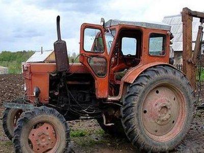 Курянин устроил гонки на похищенном тракторе