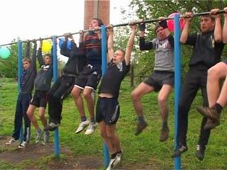 В Демидове состоялась первая открытая тренировка местного воркаут-клуба